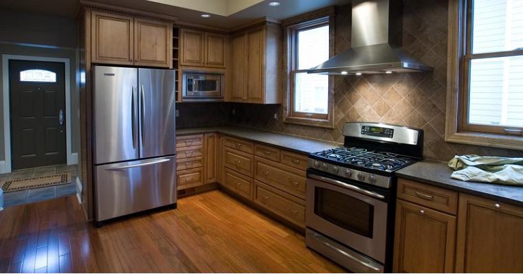 SBS холодильник на кухне