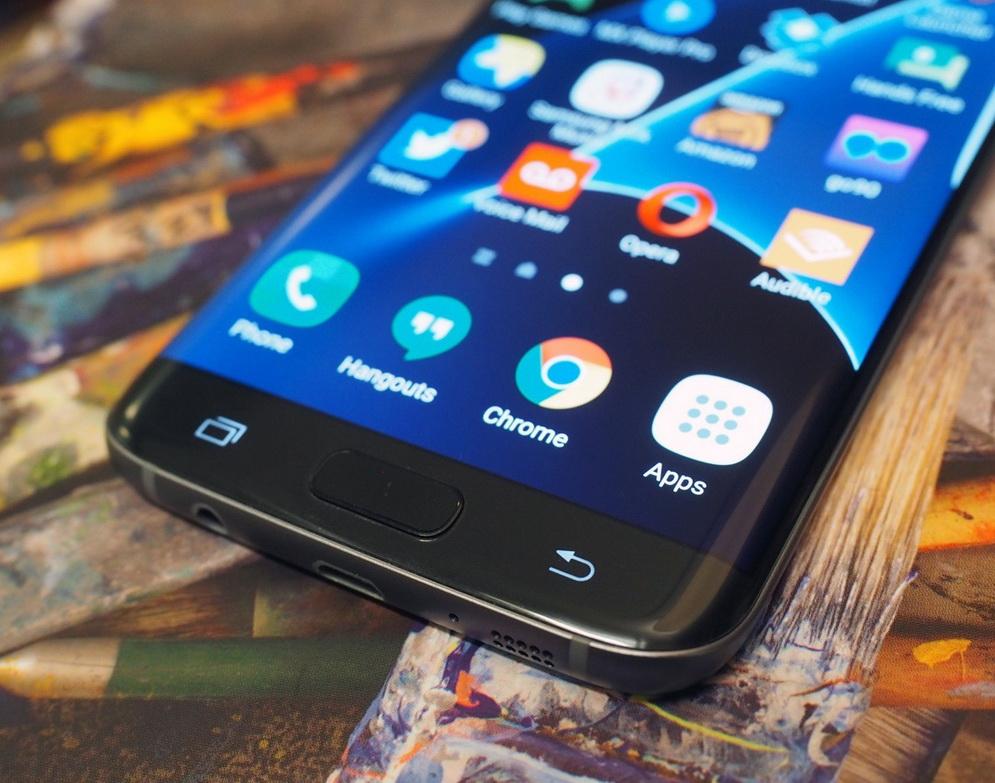 Samsung Galaxy S7 Edge-экран крупным планом фото 2