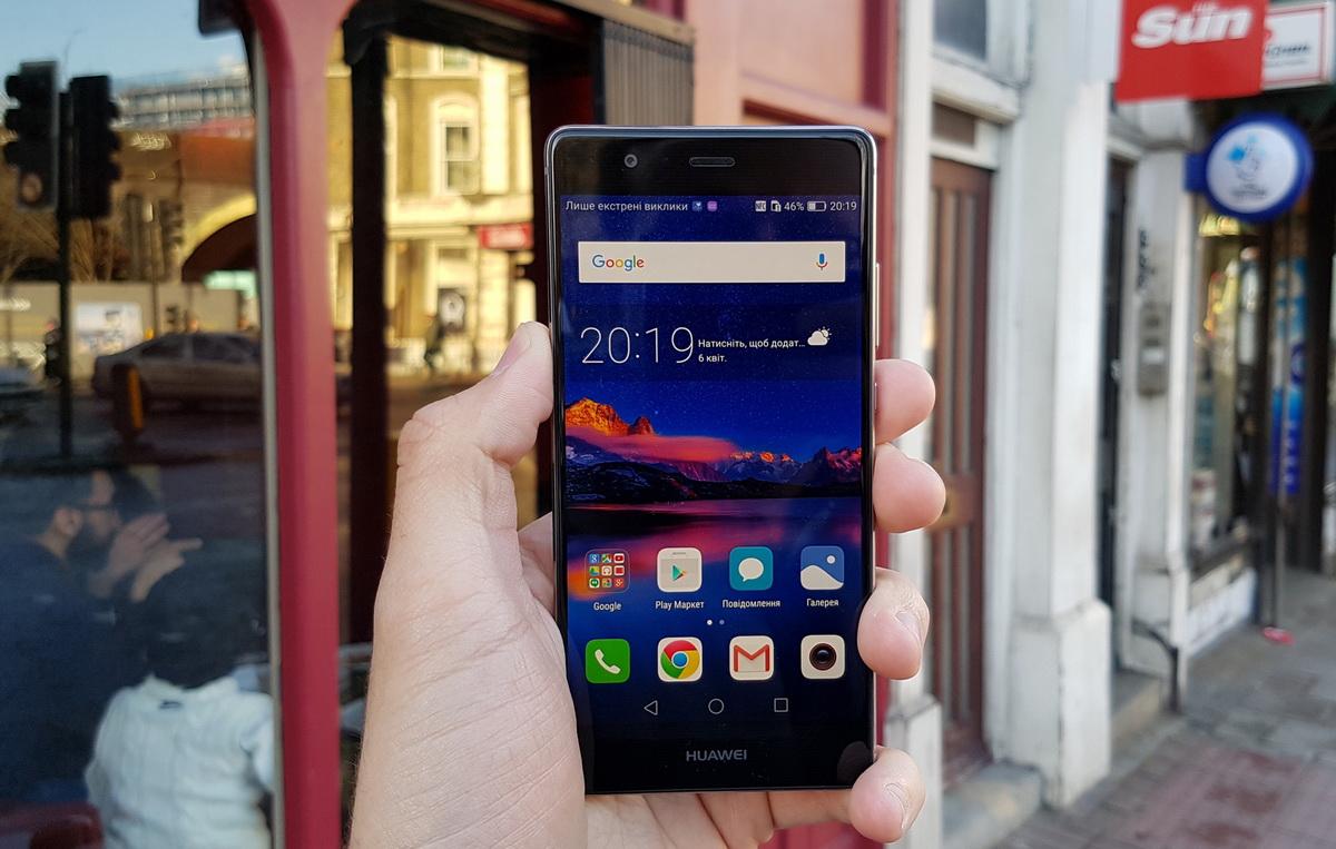 Huawei P9-смартфон в руках пользователя