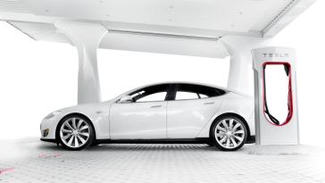 Tesla планирует запустить заправки