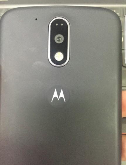 В сеть попало фото смартфона Moto G четвертого поколения со сканером отпечатков 2