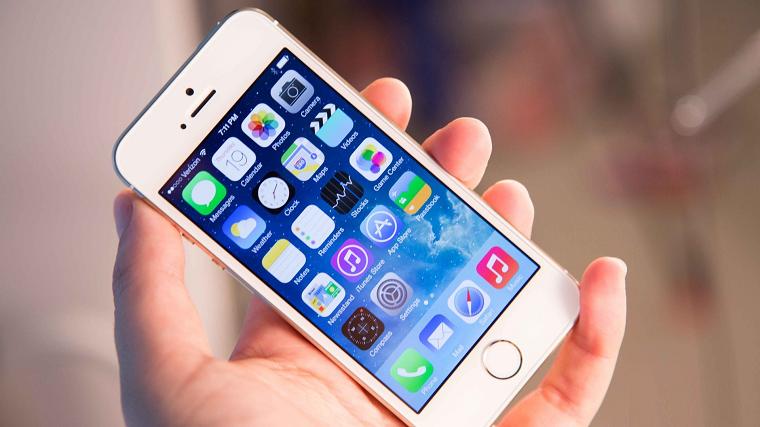Apple iPhone (1 место рейтинга)