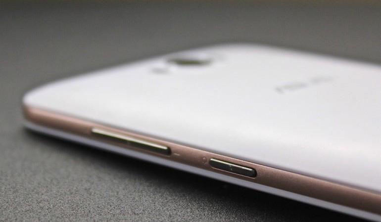 Asus Zenfone Max ZC550KL-правая грань эргономика