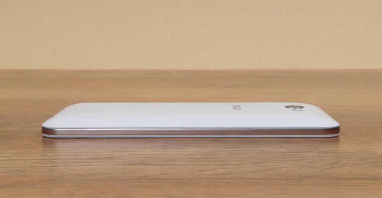 Asus Zenfone Max ZC550KL-толщина корпуса