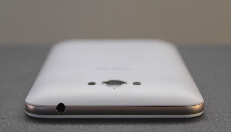 Asus Zenfone Max ZC550KL-верхняя грань эргономика фото 1