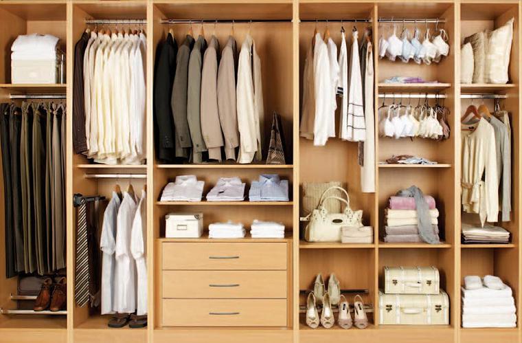 Картинка Платья в шкафу