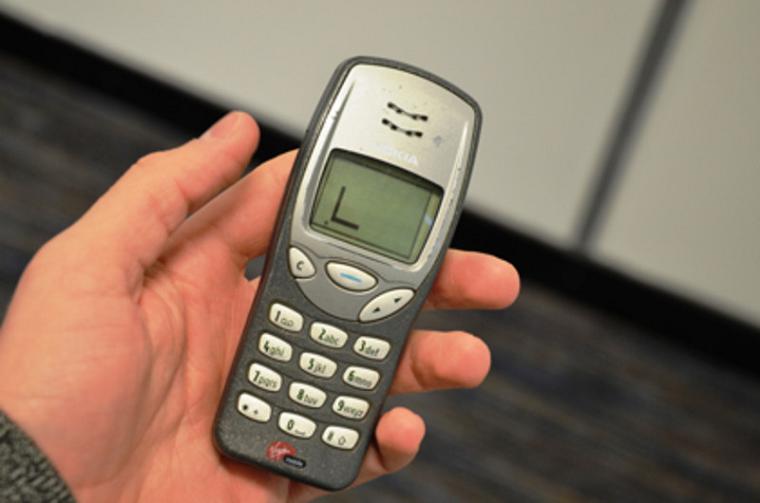 Мобильный телефон-бестселлер Nokia 3210 (34 место рейтинга)