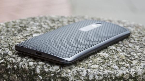 Moto X Play - задняя панель