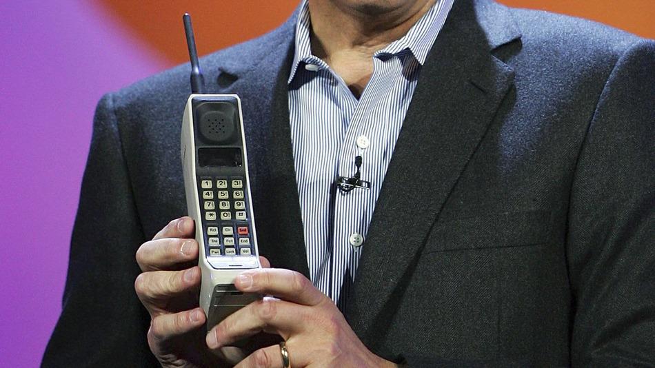 Motorola Dynatac 8000x-первый портативный сотовый телефон