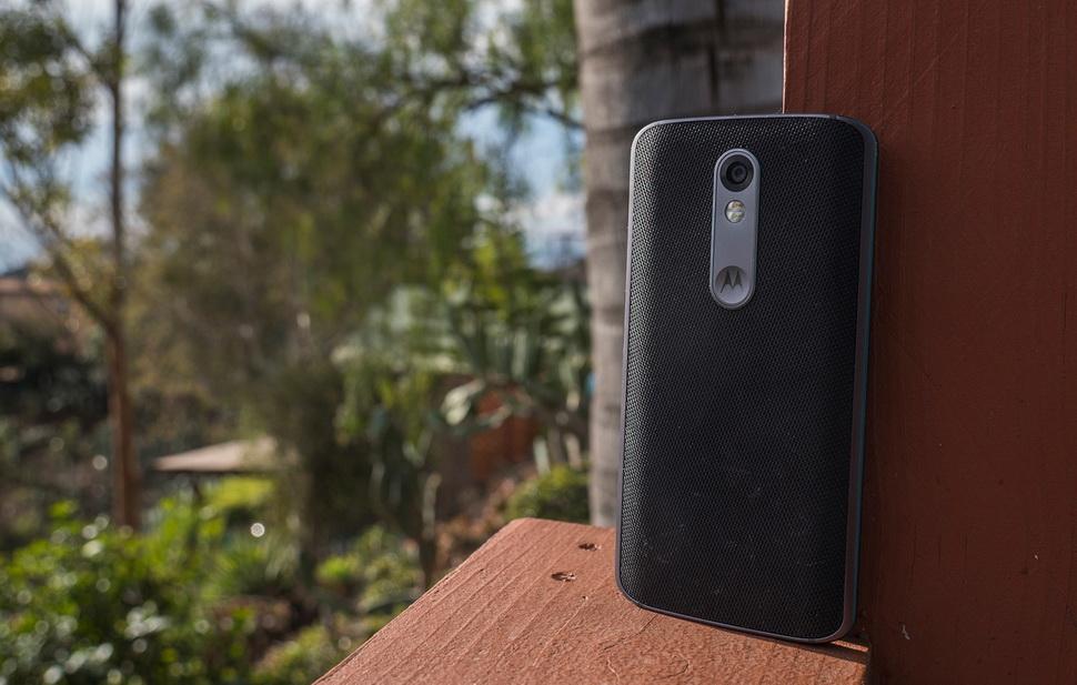 Motorola Moto X Force- 3 Вид сзади