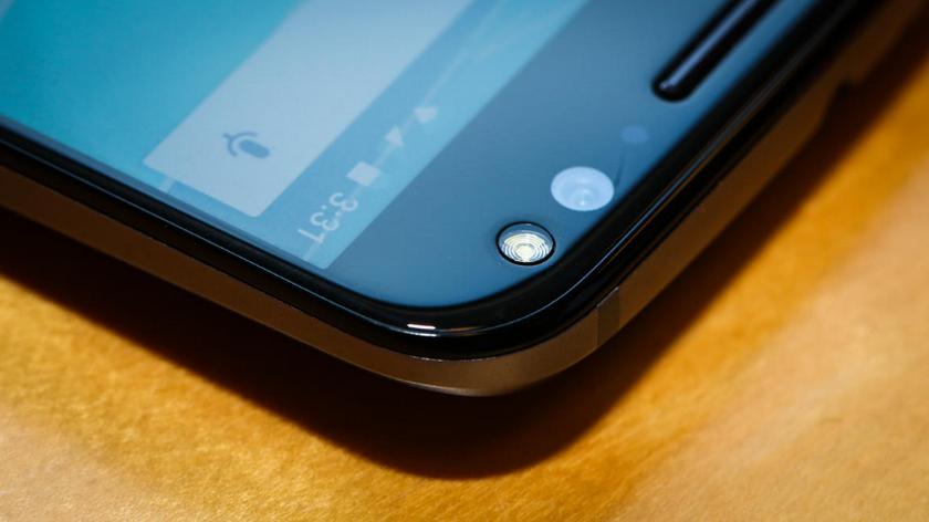 Motorola Moto X Style-эргономика фронтальная камера
