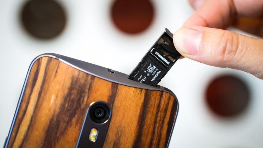 Motorola Moto X Style-слот для карты памяти