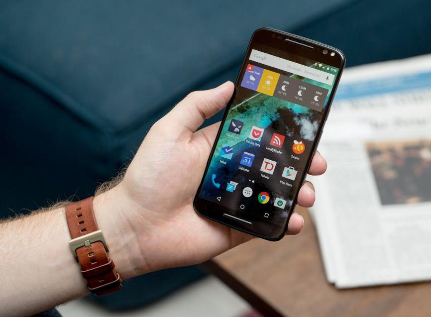 Motorola Moto X Style-смартфон в руках фото 1