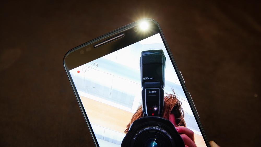Motorola Moto X Style-вспышка