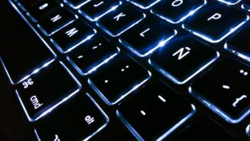 Новый MacBook Pro вместо функциональных клавиш может получить OLED-дисплей