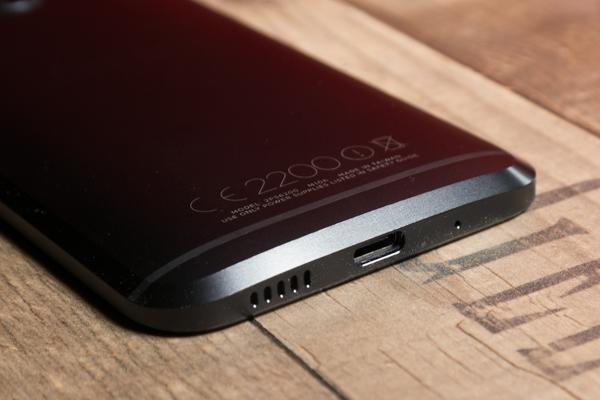 Обзор нового флагмана HTC 10 - нижняя грань