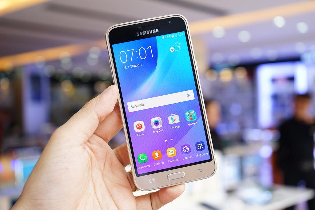 Samsung Galaxy J3 (2016)-экран фото 4