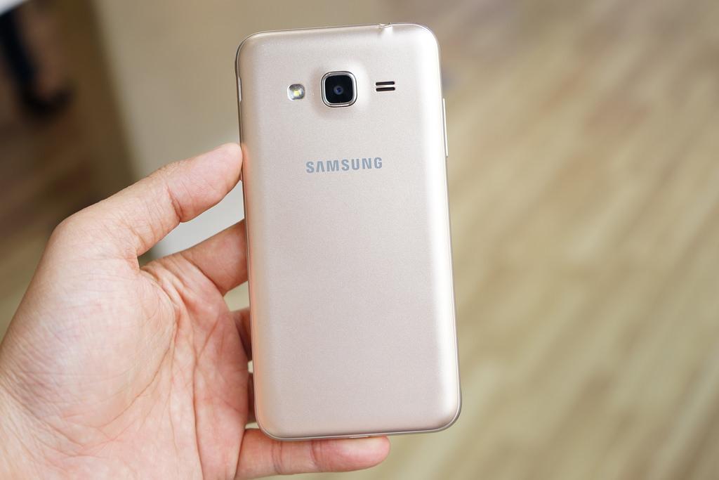 Samsung Galaxy J3 (2016)-задняя панель фото 2