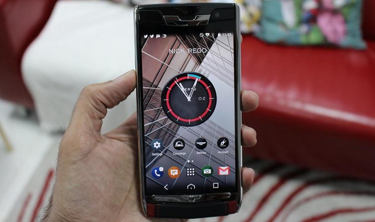 навороченный смартфон