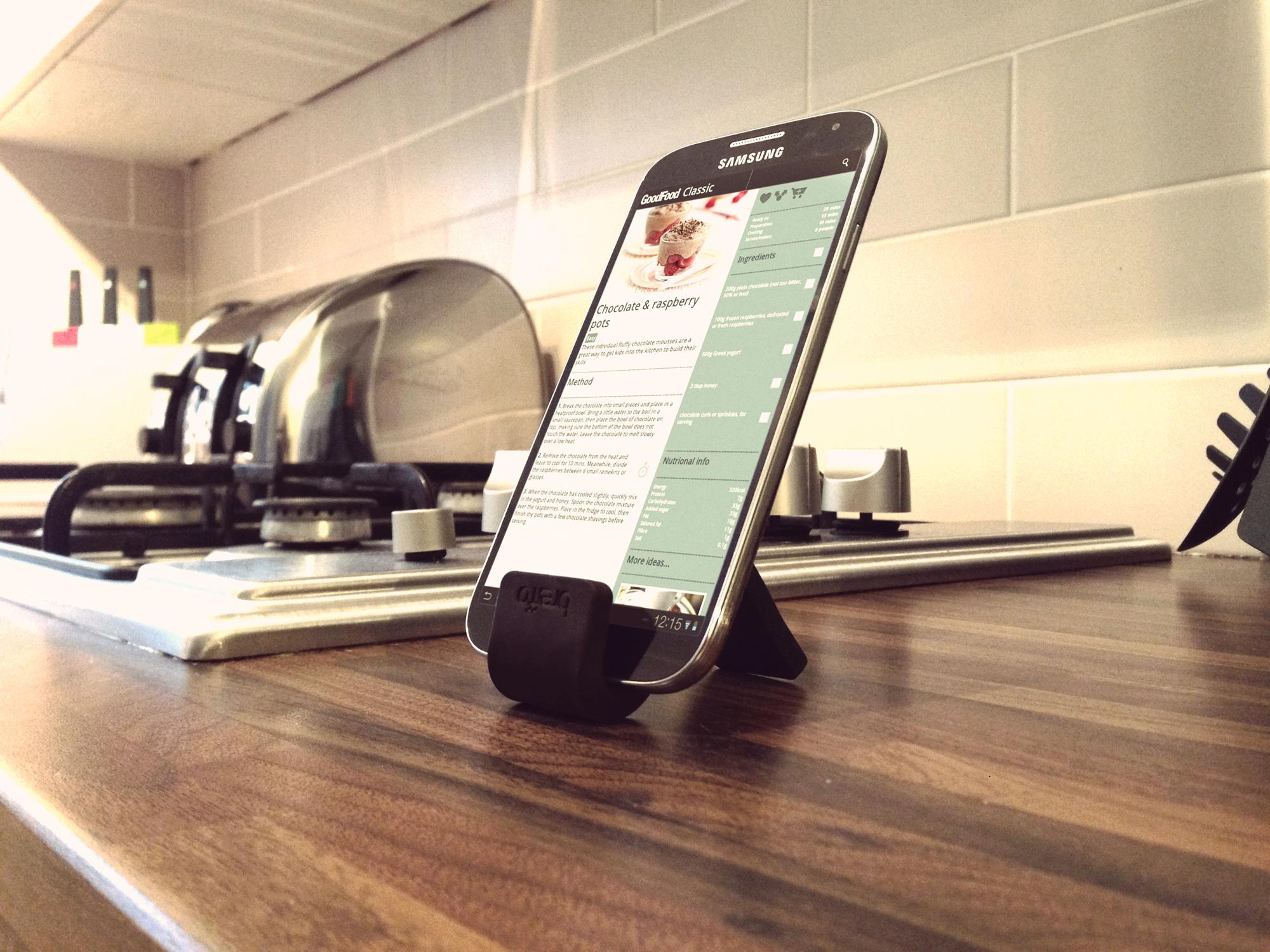 смартфон на кухне