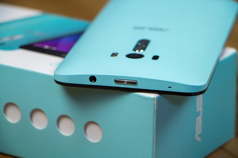ASUS ZenFone Selfie (ZD551KL)-Комплектация