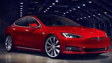 Автомобили Tesla не глохнут в глубоких лужах, но злоупотреблять этим не стоит