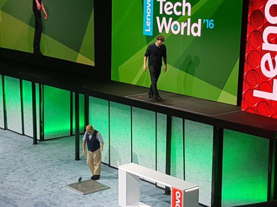 Lenovo Tech World 2016-казус со смартфоном