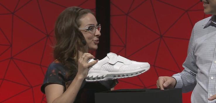 Умные кроссовки Lenovo-фото