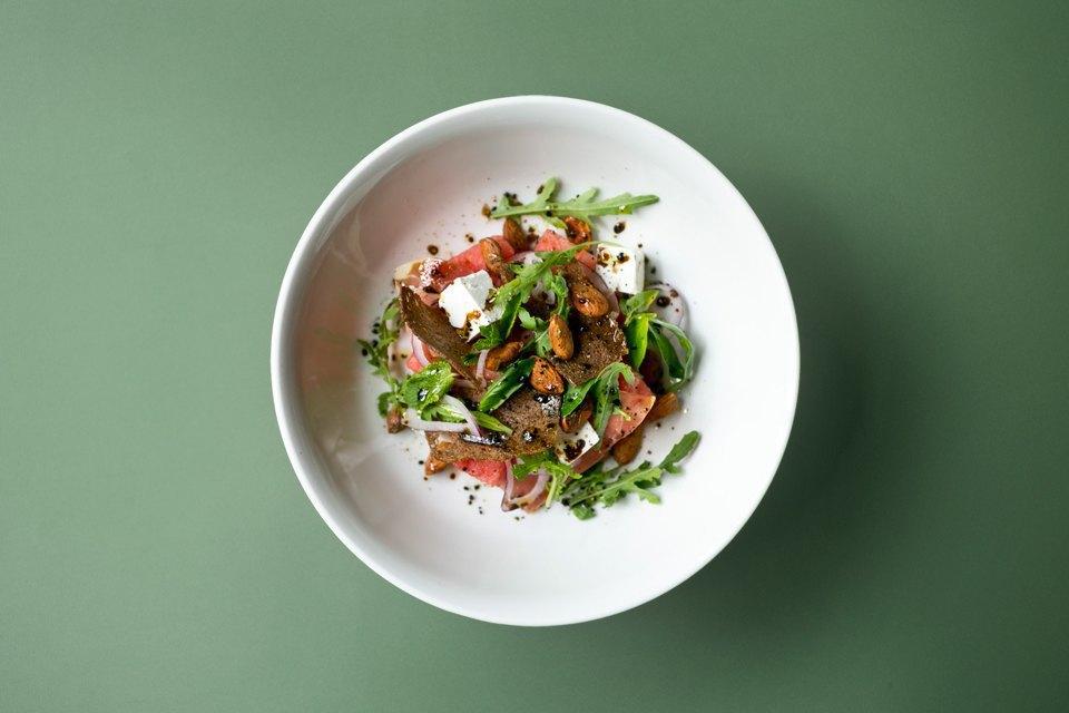 Арбузный салат с руколлой-фото