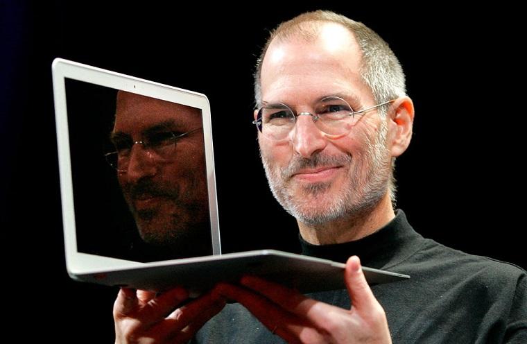 Папка «Фотографии», фото Стив Джобс-презентация MacBook Air.