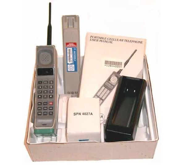 10 интереснейших фактов о бренде Motorola - Первый мобильный телефон (2)