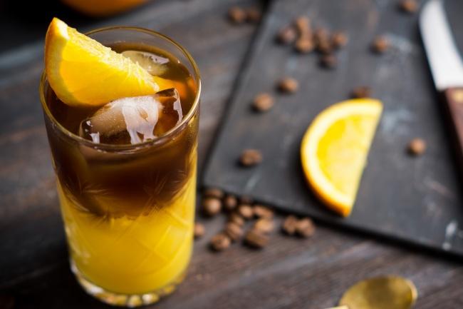Апельсиновый кофе-вариант подачи напитка