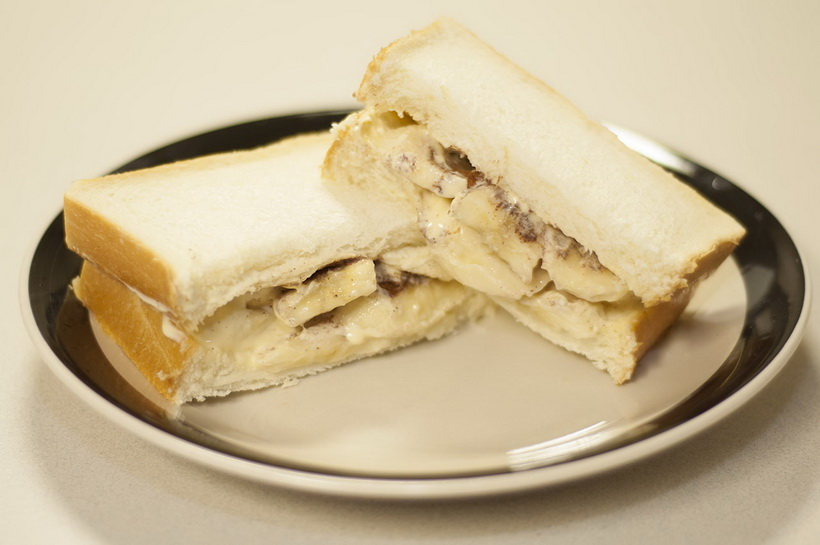 Бутерброд с бананом и майонезом-фото