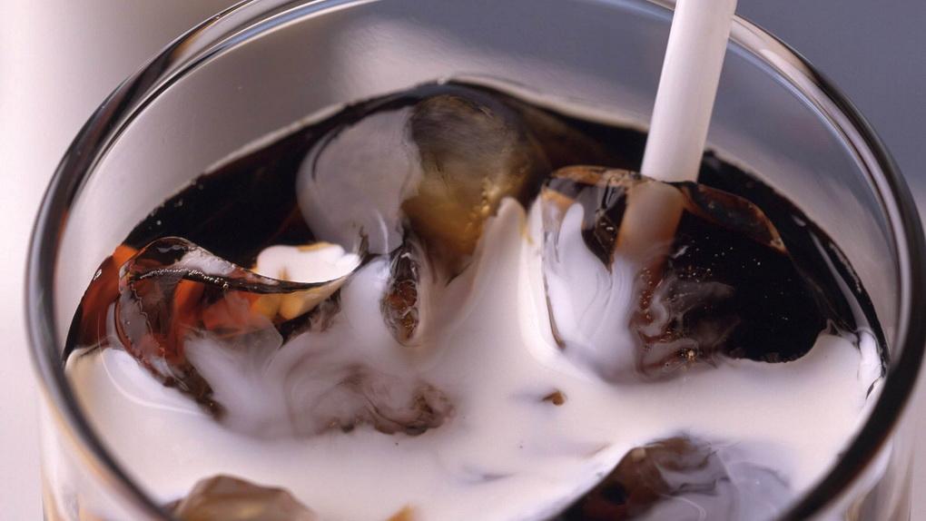 Холодный кофе с молоком-крупный план