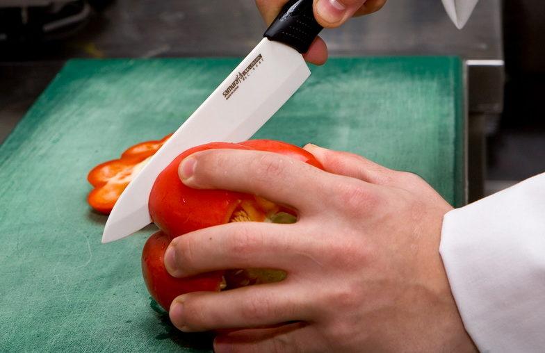Керамический нож-В работе