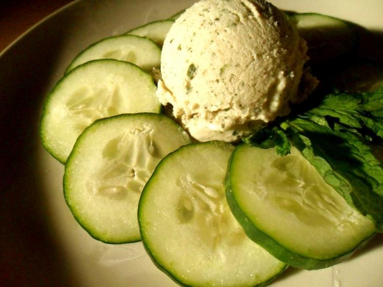 Маринованный огурец и мороженое-необычные сочетания продуктов