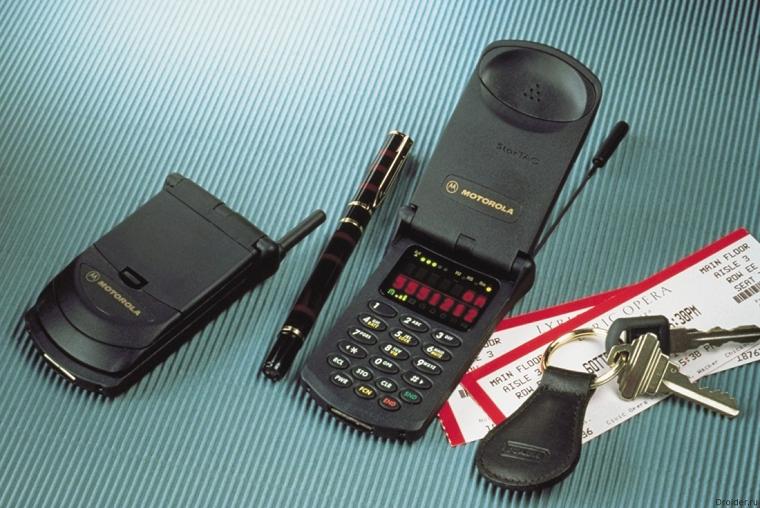 Самый легкий мобильный телефон XX века