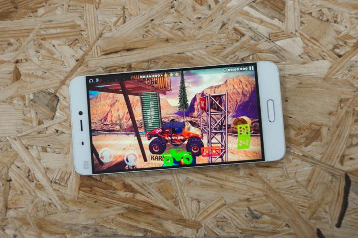 Xiaomi Mi5- 2 Дисплей