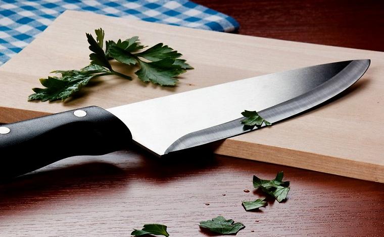 нож из метала