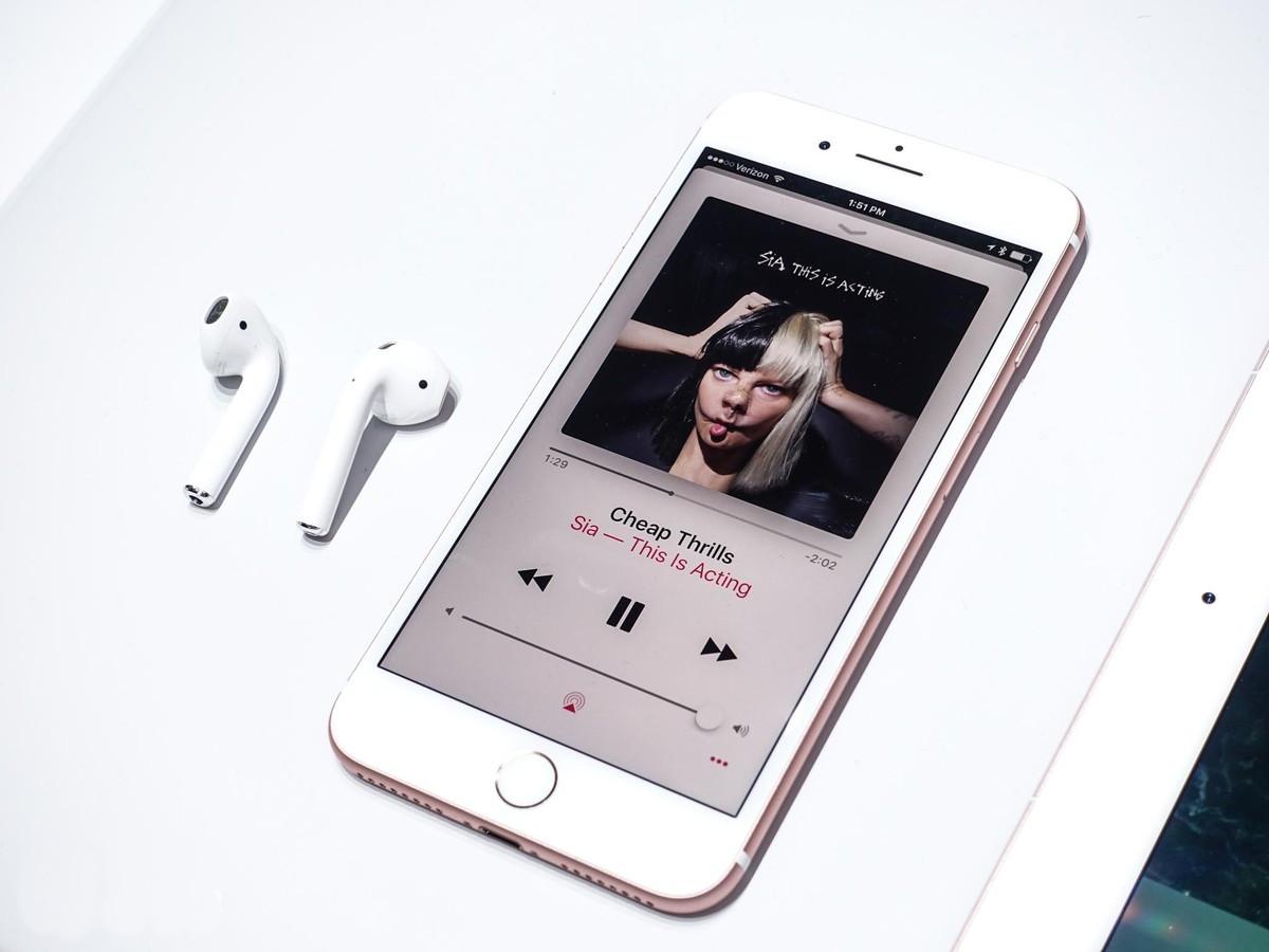 iPhone 7 - первые впечатления на практике – Новые наушники AirPods