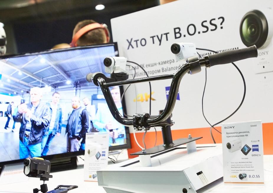 cee-2016-videokamera-dlya-sporta-sony