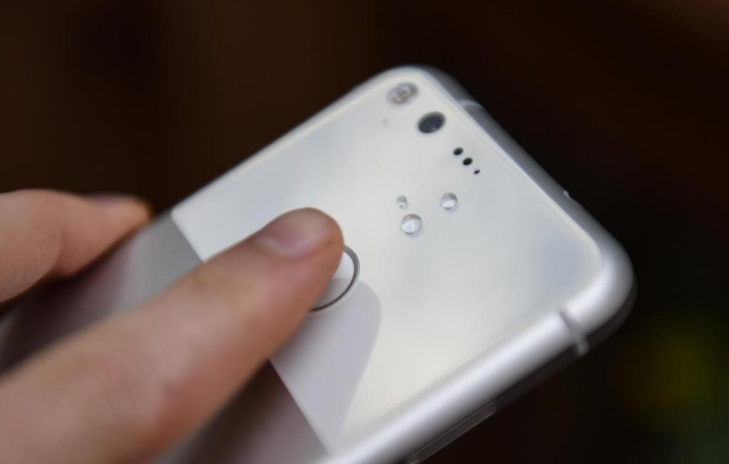 google-pixel-skaner-otpechatkov-palcev