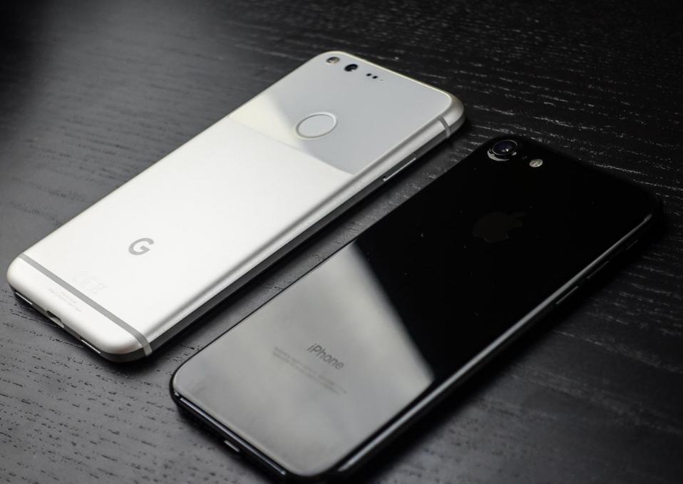 google-pixel-i-iphone-7-dizajjn-sravnenie