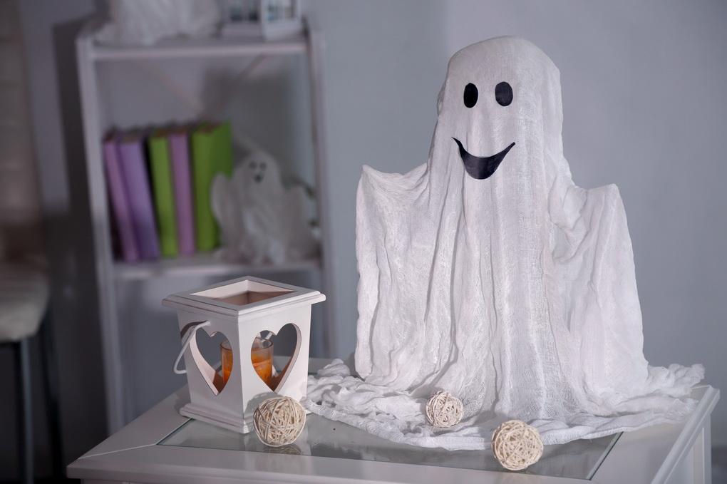 фото Интерьер к Хэллоуину-привидение