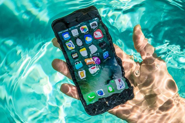 kak-kompanii-apple-samsung-i-sony-reshayut-zadachu-vodonepronicaemosti-svoikh-smartfonov-foto-3