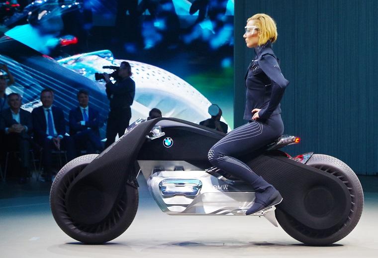 kompaniya-bmw-predstavila-motocikl-budushhego-foto-2