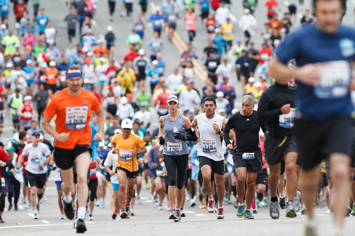 люди бегут марафон