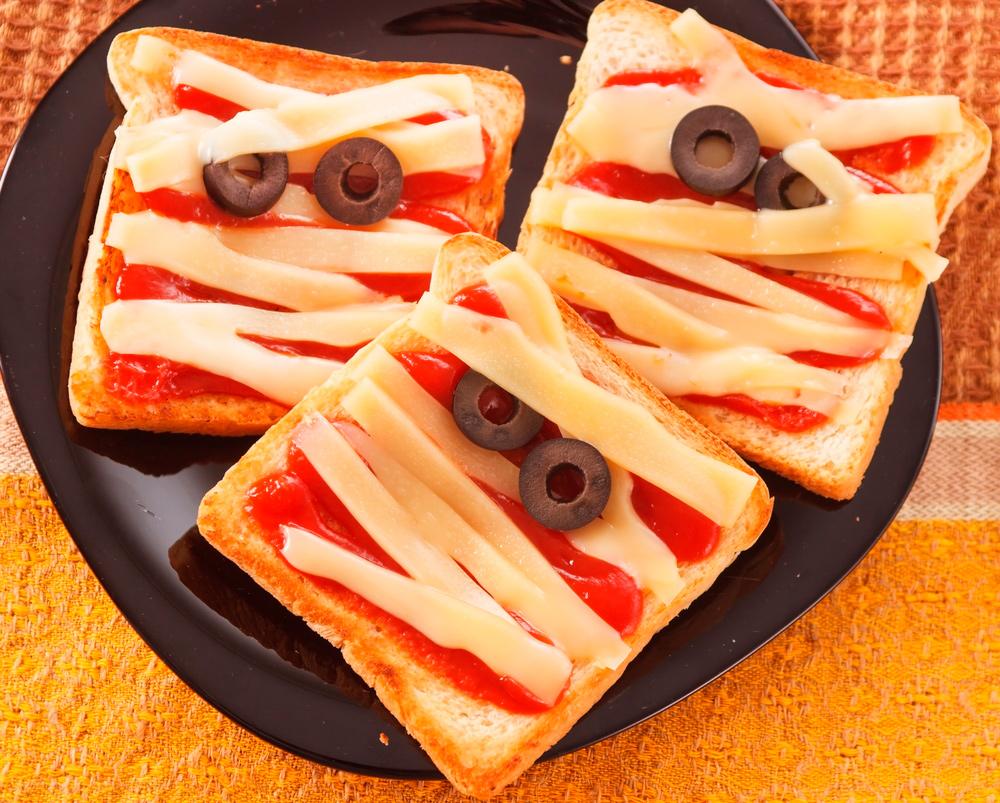 фото Меню на Хэллоуин-бутерброд закуска «Мумия»
