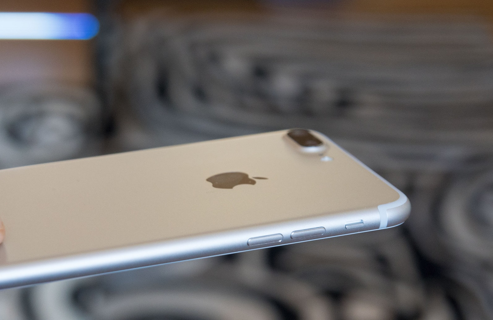 obzor-iphone-7-plus-glazami-polzovatelya-android-dizajjn-2