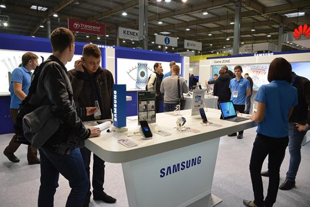 samsung-na-cee-2016-demonstraciya-produktov